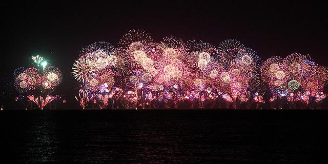 "Dubai's incredible fireworks display. Photo credit: ""Dubai NYE 2014"" © 2014 by Gabriela Purri R. Gomes (CC BY 2.0)"