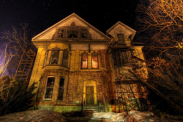 8 Of The World's Most Spectacular Abandoned Mansions ...