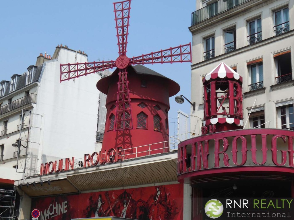 Moulin Rouge. It was a lot smaller than I imagined.